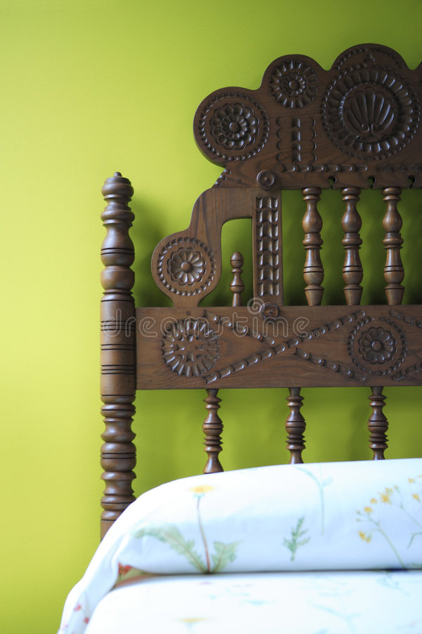 Grünes Schlafzimmer lizenzfreies stockfoto