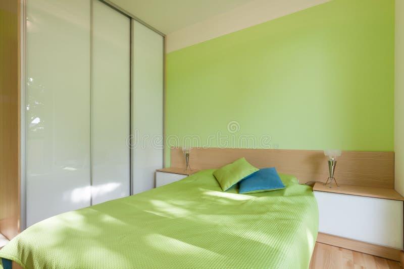 Grünes Schlafzimmer stockfoto. Bild von wohnung, haus - 45143742