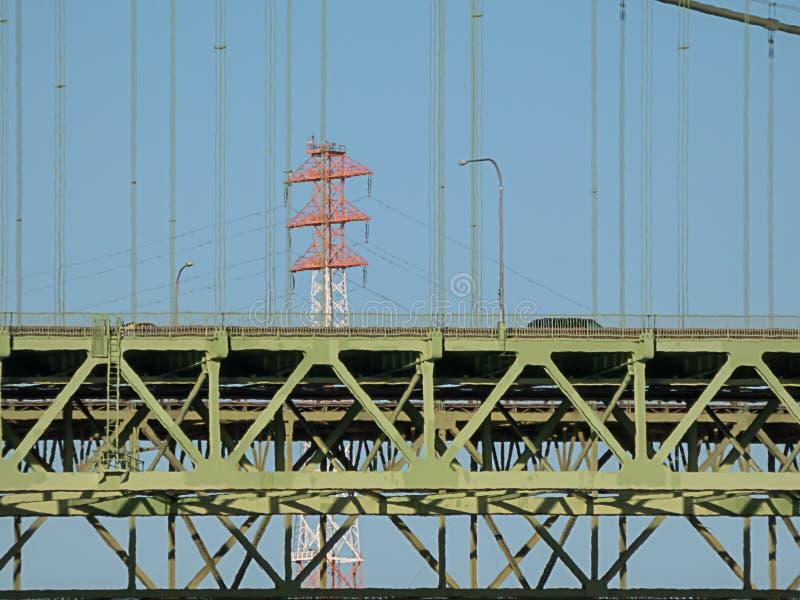 Gr?nes Tacoma verengt Br?cke unter Himmel im Sommer lizenzfreie stockfotografie