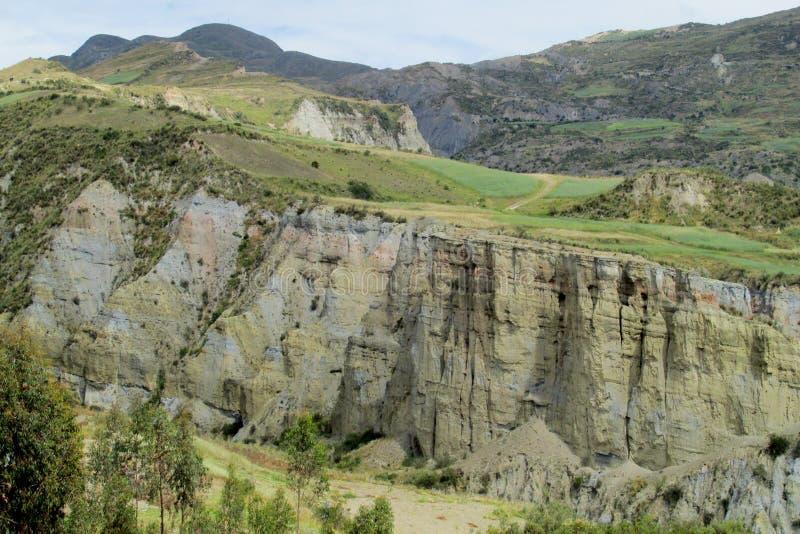 Grünes Tal und Schlucht nahe La Paz in Bolivien lizenzfreie stockfotos