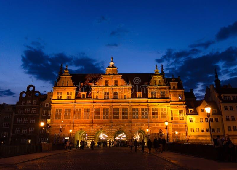 Grünes Tor Zielona-Bramagebäude am Abend, Gdansk, Polen lizenzfreie stockfotografie