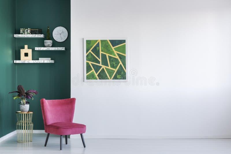 Grünes und rotes Wohnzimmer stockfotografie