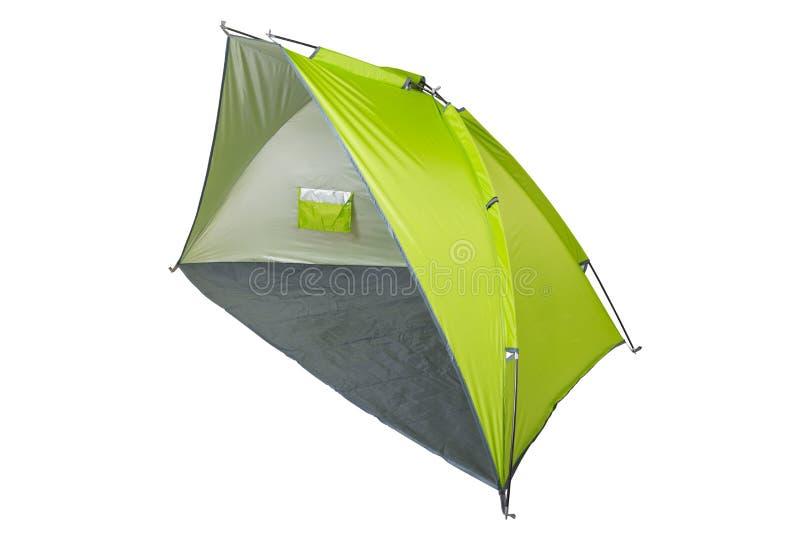 Grünes Zelt - Markise für den Strand oder für das Kampieren, ausgebreitet, auf einem weißen Hintergrund lizenzfreies stockfoto
