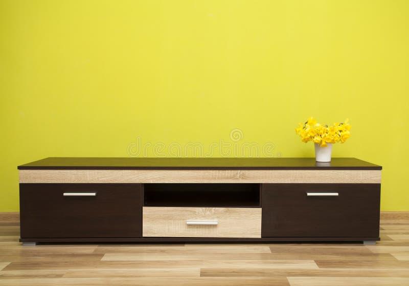 Grüninnenraum eines Wohnzimmers stockbilder