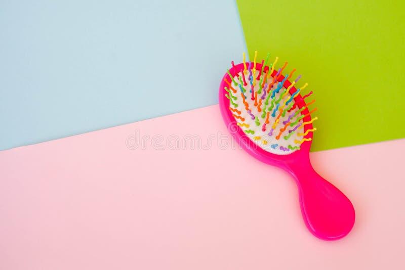 Grępla z barwiącymi zębami dla włosy fotografia royalty free