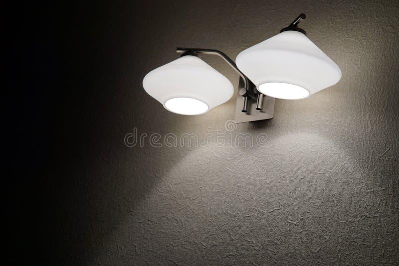 Grże ściennego sconce z dwa lamp tłem zdjęcia stock