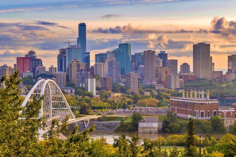 Grże chmury Nad W centrum Edmonton fotografia royalty free