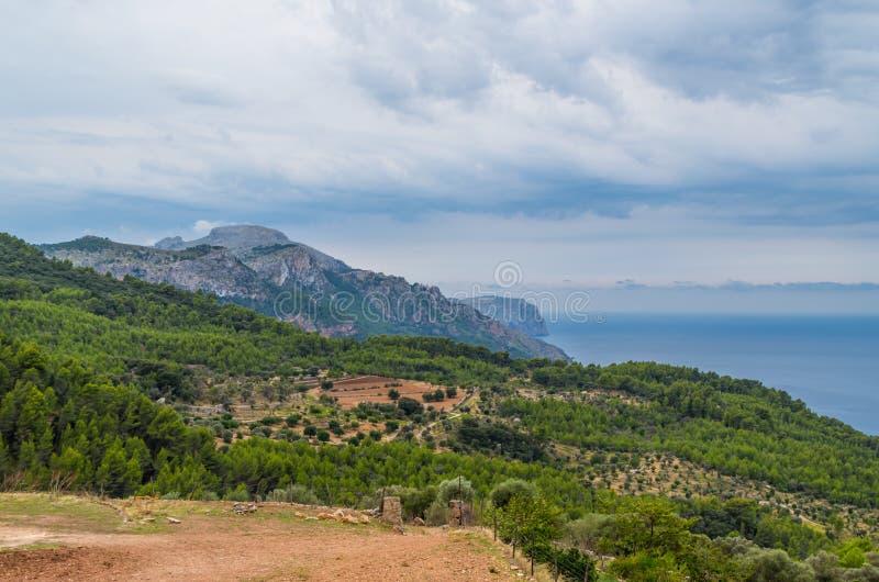 GR的221美好的全景在Estellencs,马略卡,西班牙附近 免版税库存图片