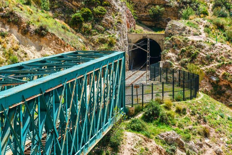 Gr Caminito del Rey met de brug van het treinijzer in Malaga, Spanje royalty-vrije stock foto's