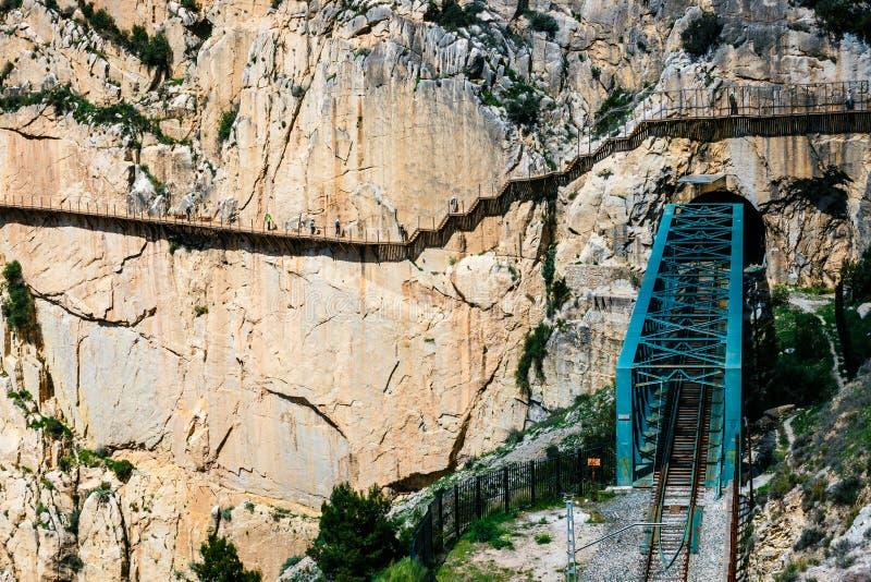 Gr Caminito del Rey met de brug van het treinijzer in Malaga, Spanje stock foto's