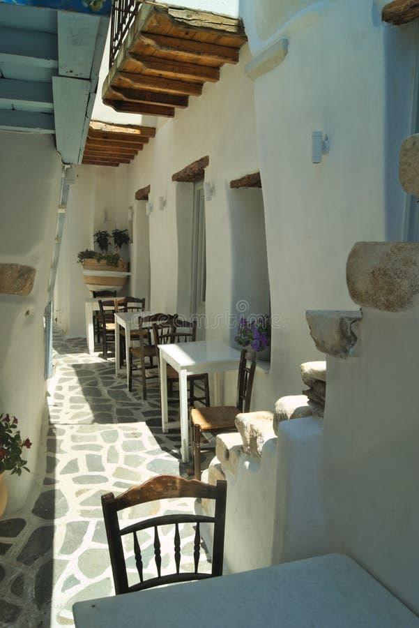 Gr?cia a ilha de Naxos No Kastro Venetian, um café pequeno fotografia de stock