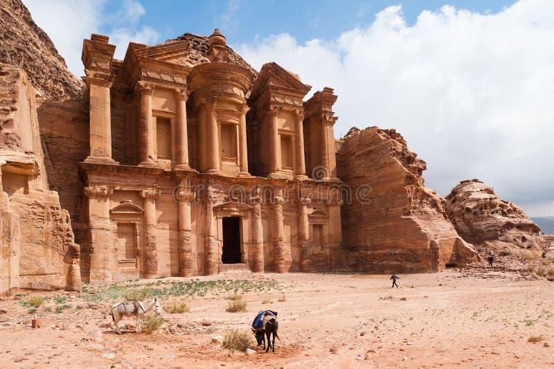 Gr Deir of het Klooster bij Petra, Jordanië stock foto