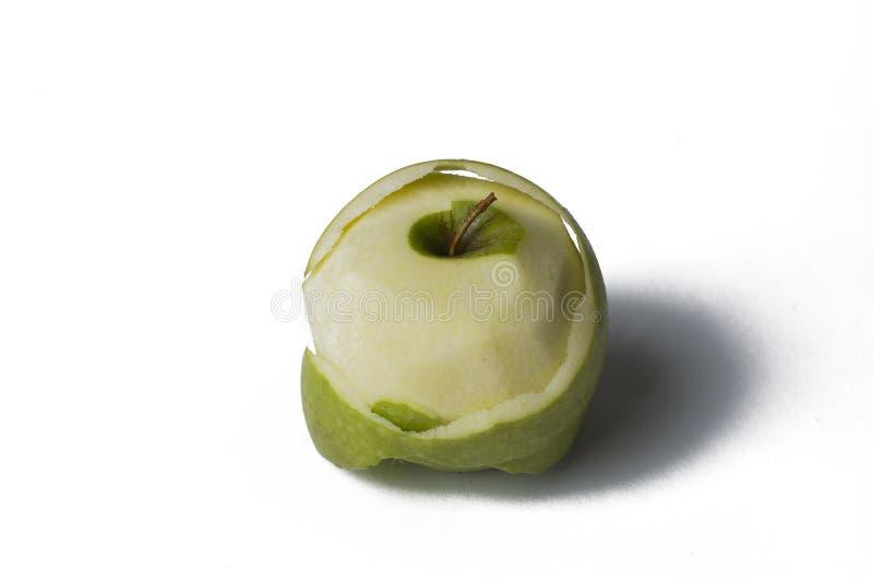 Gr?ner Apfel lokalisiert auf einem wei?en Hintergrund Apple-Schale Kopieren Sie Platz lizenzfreies stockfoto