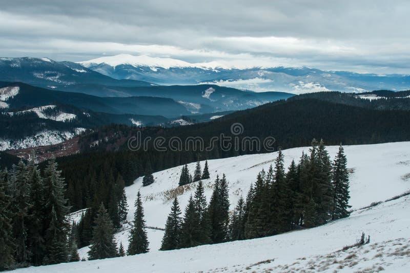 Grań Montenegro w chmurach w ranku obrazy royalty free