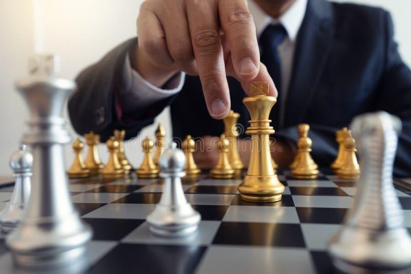 gra planszowa szachy złoto i srebro obraz royalty free