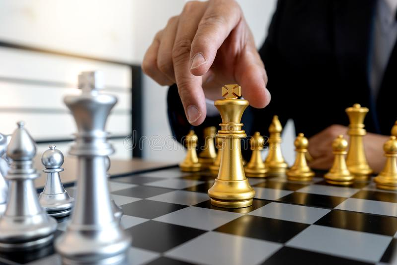 gra planszowa szachy z?oto i srebro zdjęcie stock