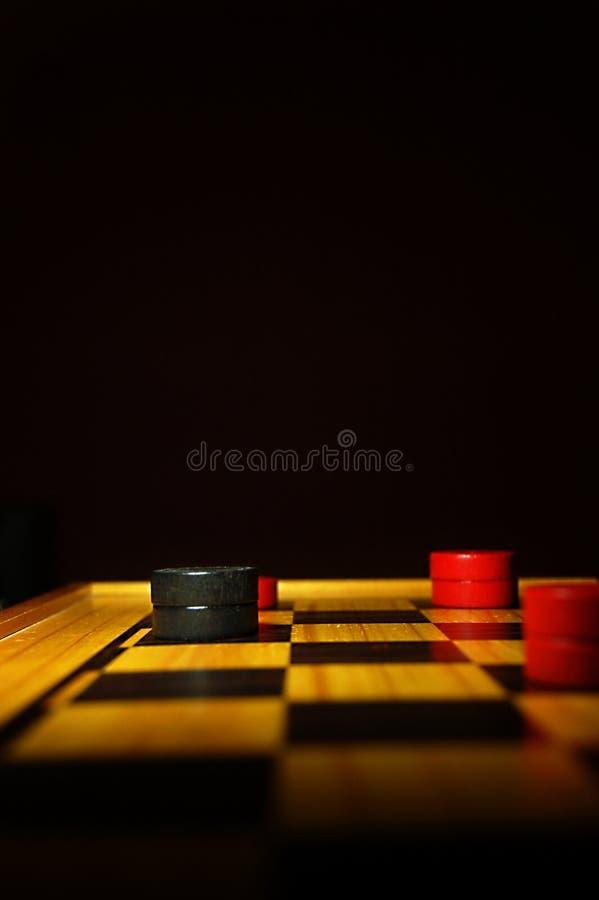 Gra warcaby dokąd czerwień osaczał ostatniego czarnego królewiątko i wygrywał grę zdjęcie royalty free