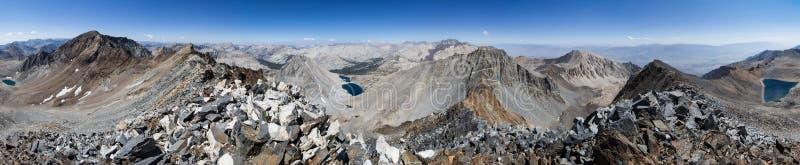 360 graadsiërra Bergpanorama stock foto