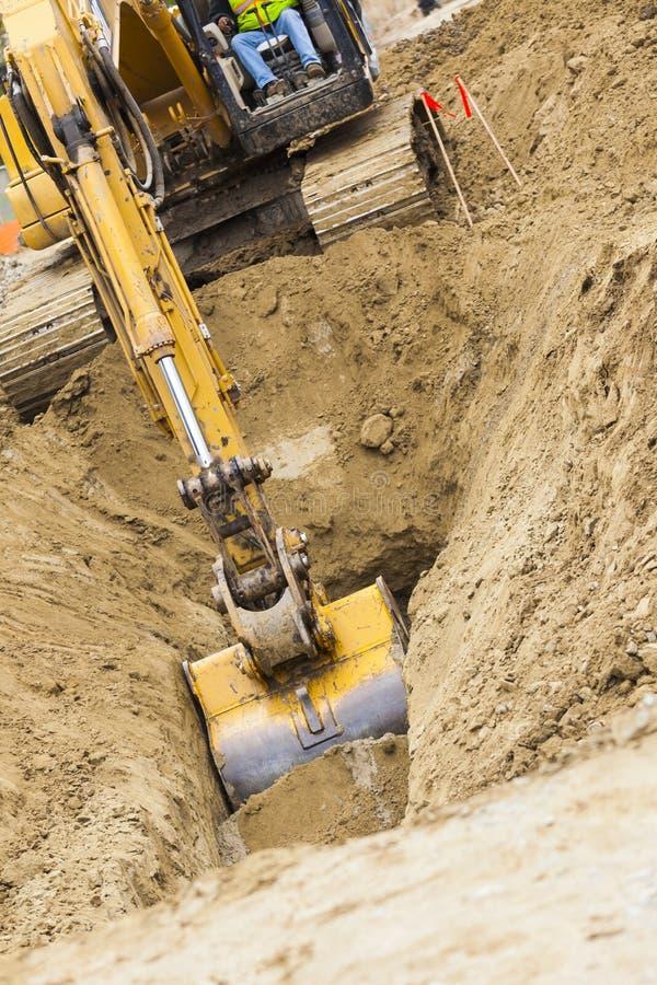 Graafwerktuig Tractor Digging een Geul royalty-vrije stock fotografie