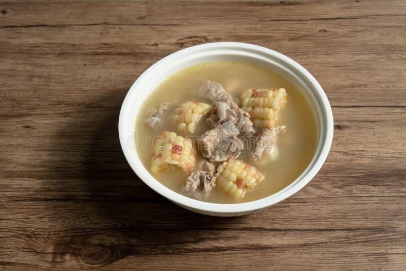 Graan en varkensvleesbeensoep, heerlijk Chinees voedsel royalty-vrije stock foto