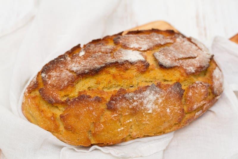 Graanbrood met servet royalty-vrije stock foto's