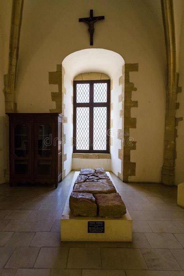Grab in der Kapelle in Chateau de Sedan stockfotos