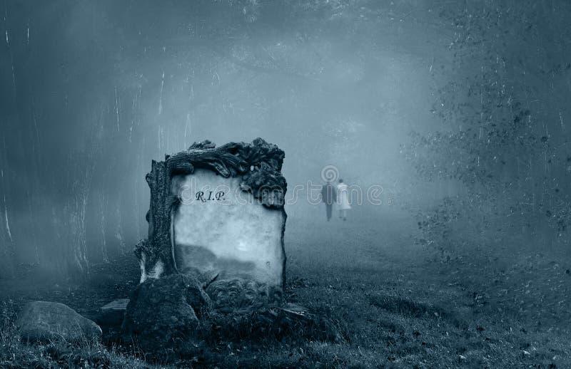Grab in einem Wald stockfotografie