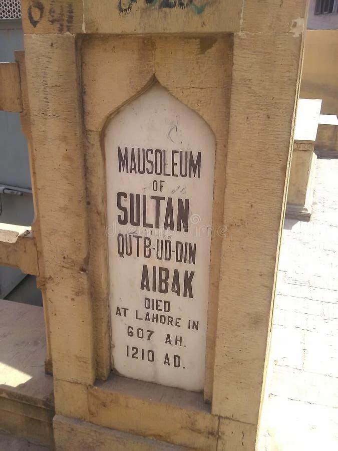 Grab von Eingang Qutb-ud Lärm Aibak Lahore lizenzfreies stockfoto