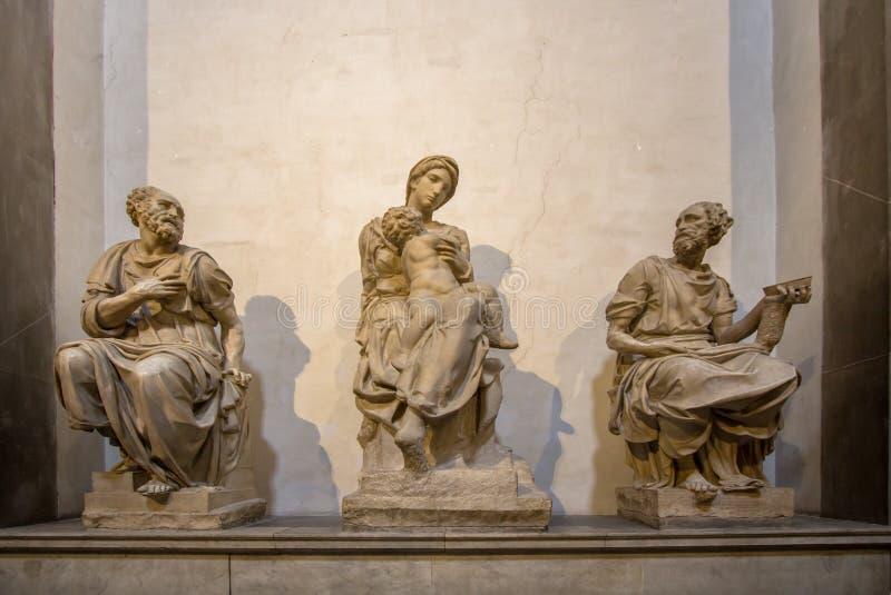 Grab von Lorenzo das ausgezeichnete und sein Bruder Giuliano und Mic stockfotografie