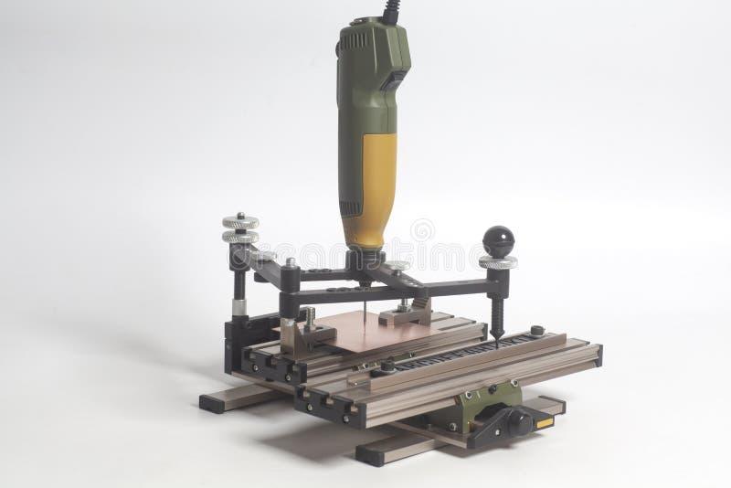 Grabado del pantógrafo del dispositivo con el grabador del CNC con alfabeto de la prensa de copiar fotografía de archivo