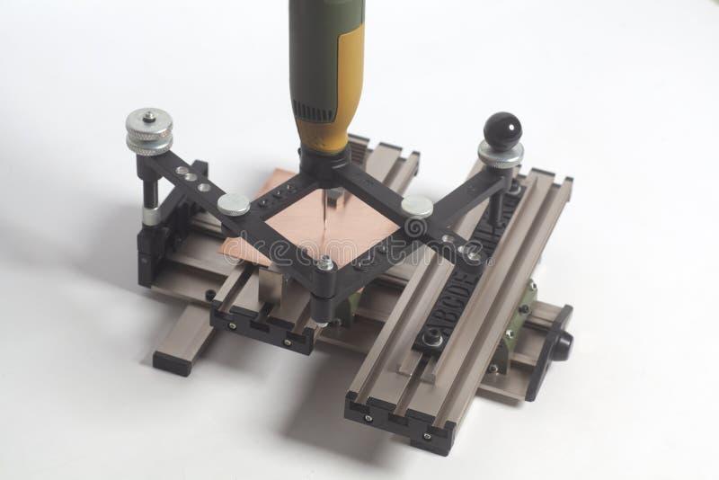 Grabado del pantógrafo del dispositivo con el grabador del CNC con alfabeto de la prensa de copiar imágenes de archivo libres de regalías