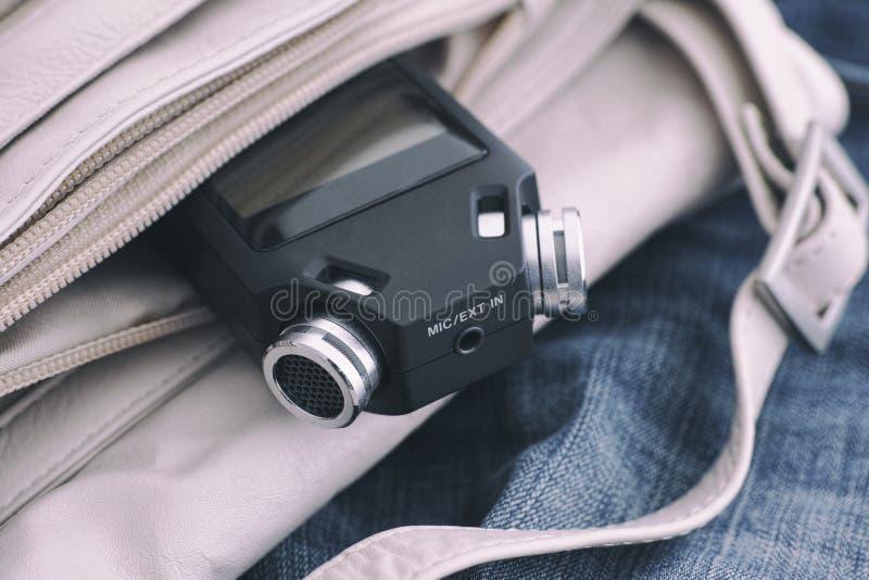 Grabadora de voz en un bolso fotos de archivo libres de regalías