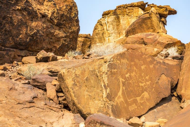Grabados antiguos de la roca imagen de archivo