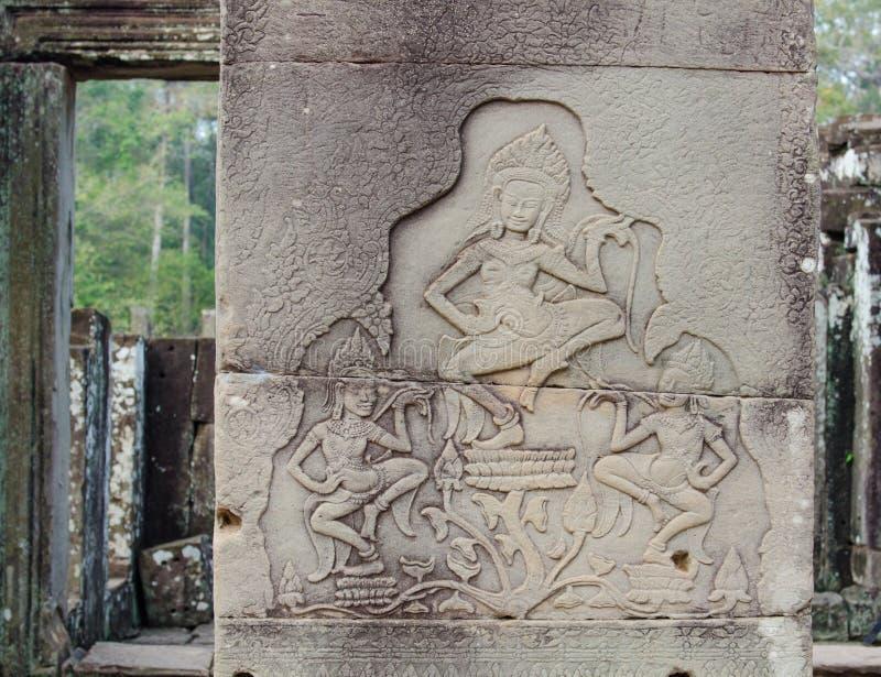 grabados en las paredes de los templos de Indochina fotos de archivo libres de regalías