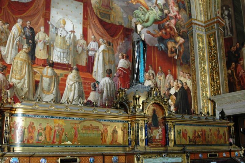 grabados en una iglesia grande en Italia foto de archivo libre de regalías