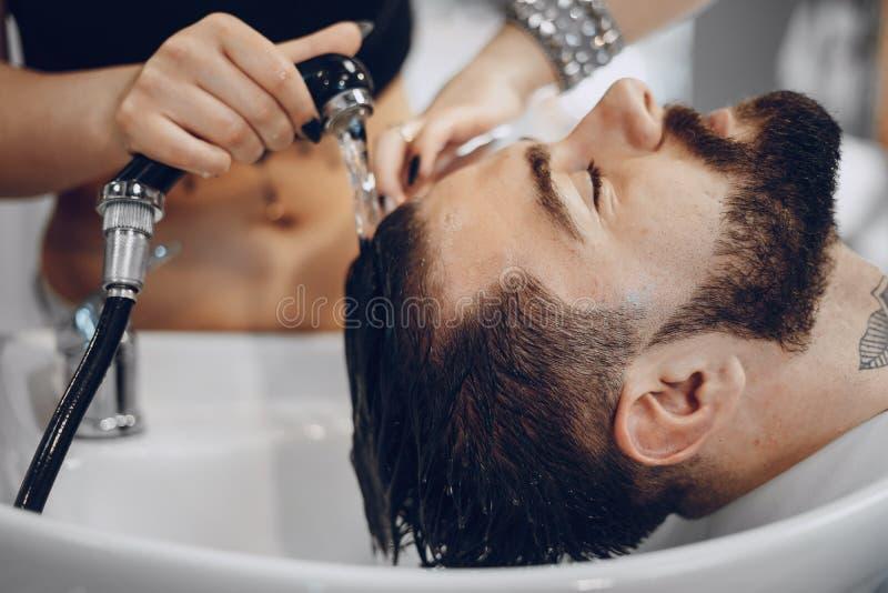 Grabb i barbercosna arkivfoton