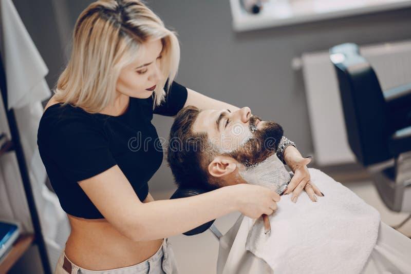 Grabb i barbercosna royaltyfri bild