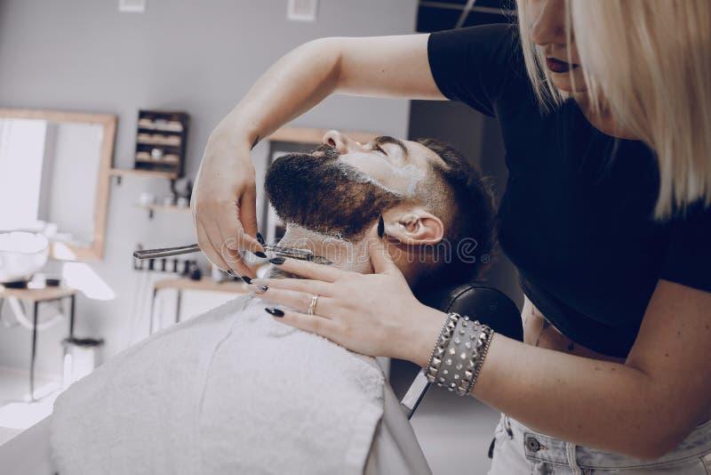 Grabb i barbercosna arkivbild