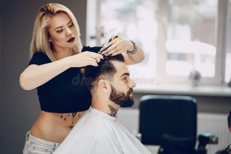 Grabb i barbercosna royaltyfri foto