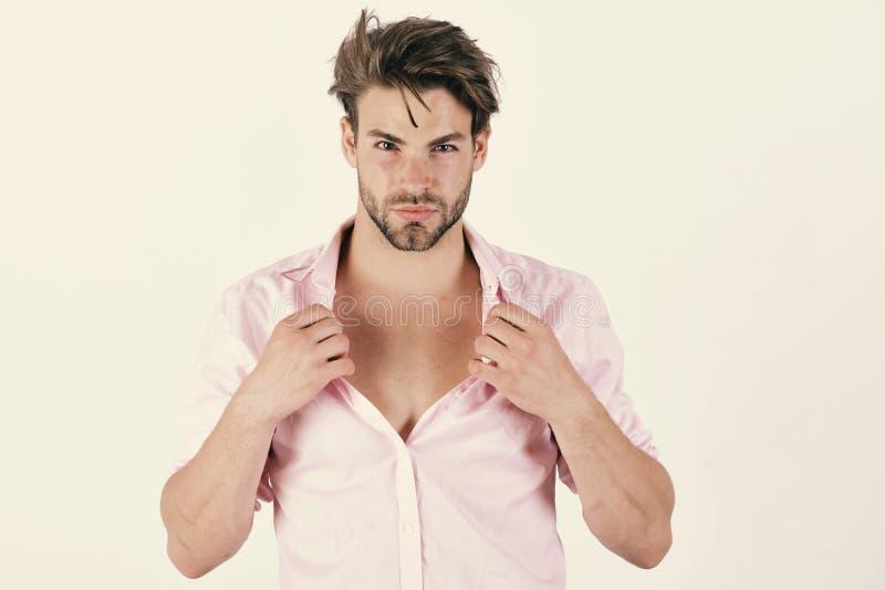 Grabb med borstet i rosa skjorta och smutsigt hår royaltyfri fotografi