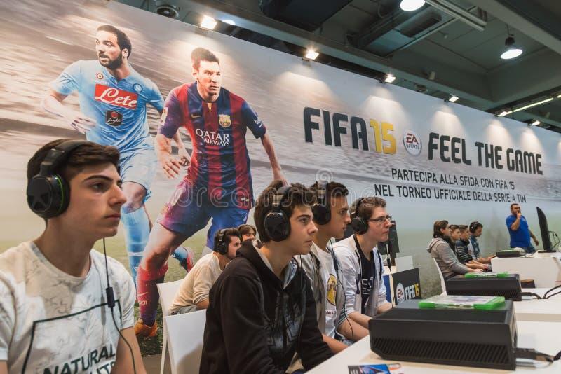 Grabbar som spelar på lekveckan 2014 i Milan, Italien royaltyfria foton