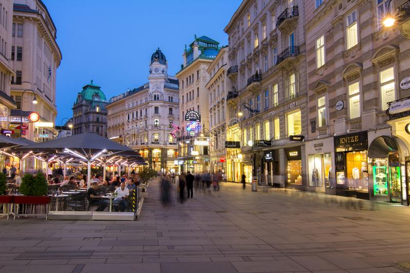 Graben - środkowa ulica w Wiedeń przy nocą, Austria zdjęcie stock