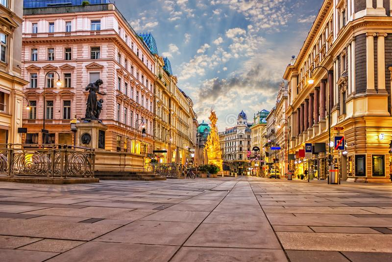 Graben, eine berühmte Wien-Straße mit der Pestsäule und ein berühmt lizenzfreie stockbilder