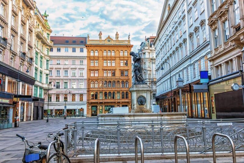 Graben, rue de Vienne au centre avec des monuments et un stationnement image libre de droits