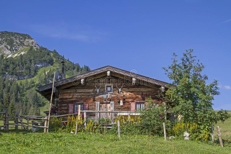 Grabenbergalm idílico en las montañas de Mangfall fotos de archivo libres de regalías