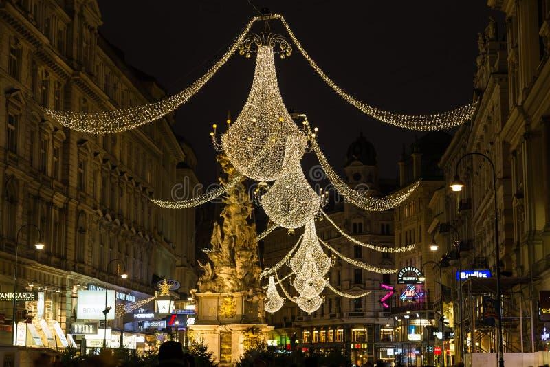 Grabenstraat in Wenen bij Nacht tijdens het Kerstmisseizoen stock foto's