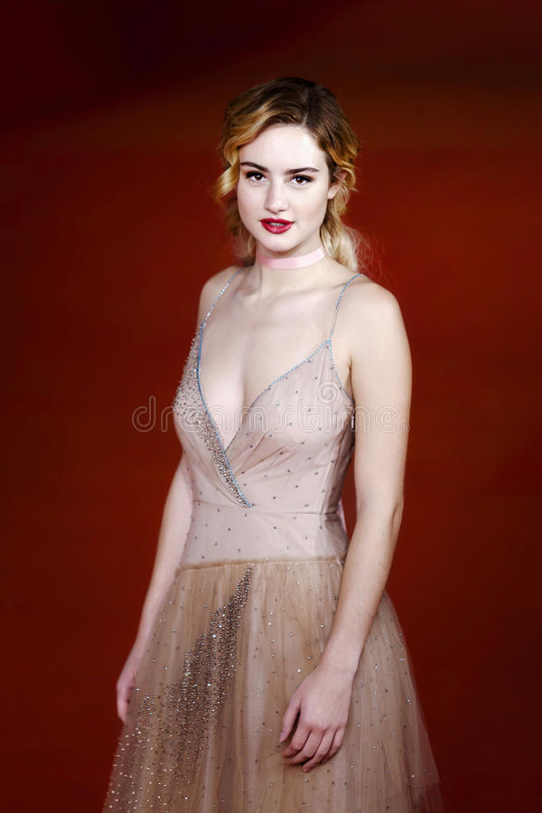 Grace Van Patten no tapete vermelho fotografia de stock royalty free
