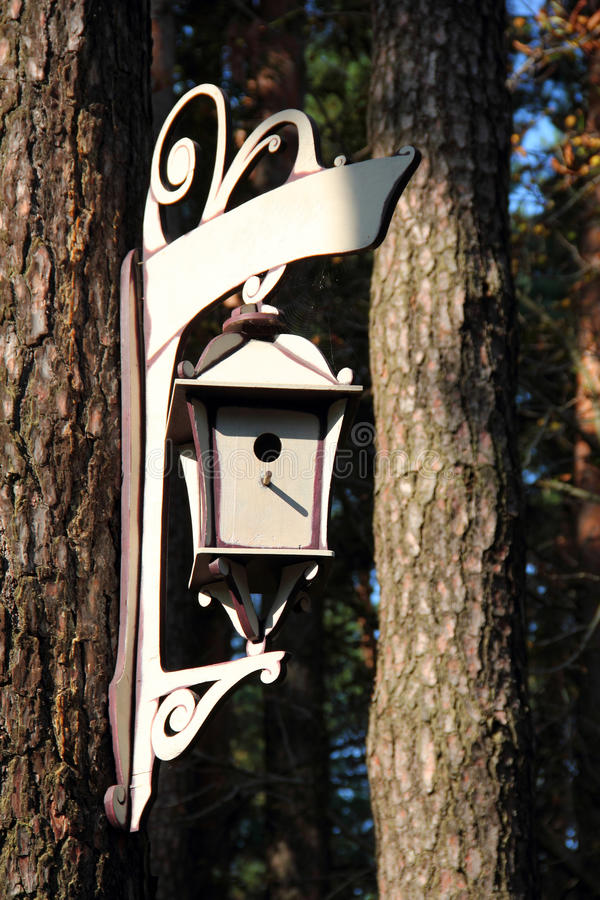 Graceful birdhouse