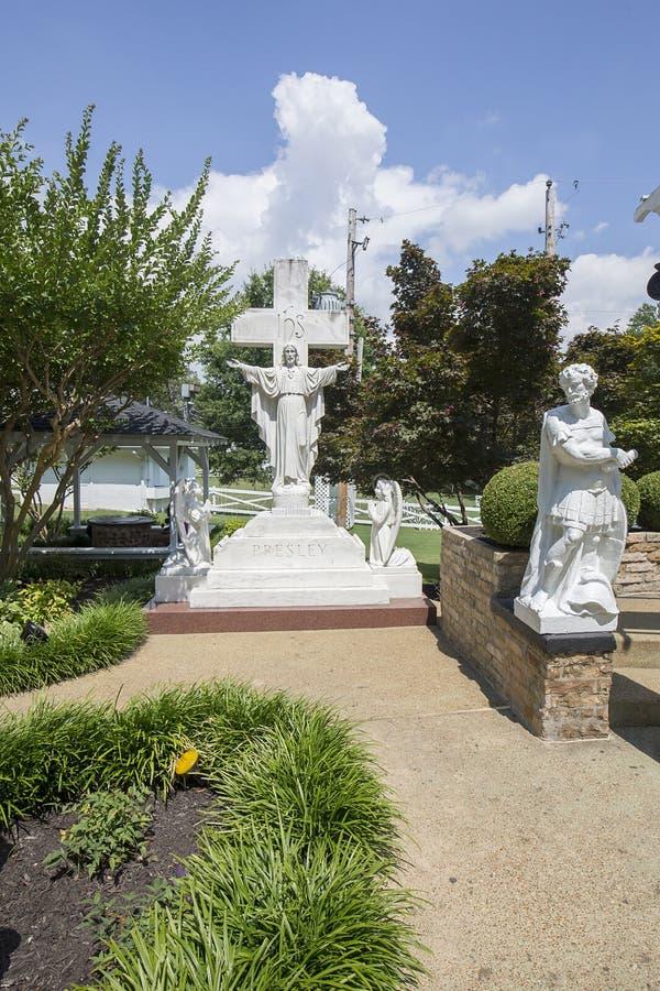 Graceland-Statuen im Meditations-Garten lizenzfreies stockbild