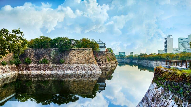 Gracht van Osaka Castle in Osaka stock afbeelding